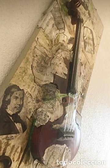 """Varios objetos de Arte: LIENZO SIN MARCO, COLAGE: """"HOMENAJE A LA MÚSICA"""", CON UN VIOLÍN SOBRE LIENZO Y PARTITURAS. - Foto 3 - 288530358"""