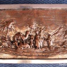 Varios objetos de Arte: PLACA ALTO RELIEVE CARAVANA ÁRABE. COBRE. ARABIAN CARAVAN HIGH RELIEF PLAQUE. COPPER.. Lote 288664918