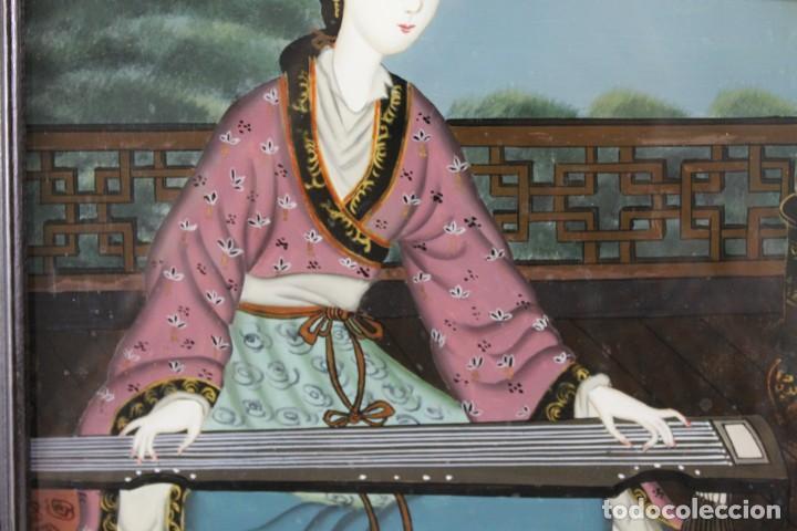 Varios objetos de Arte: Óleo sobre cristal chino. Dama con instrumento. Marco de madera. Mediados siglo XX - Foto 3 - 289247633