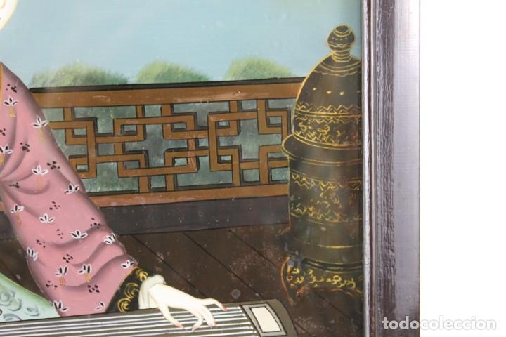 Varios objetos de Arte: Óleo sobre cristal chino. Dama con instrumento. Marco de madera. Mediados siglo XX - Foto 6 - 289247633