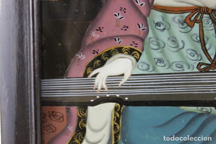 Varios objetos de Arte: Óleo sobre cristal chino. Dama con instrumento. Marco de madera. Mediados siglo XX - Foto 8 - 289247633
