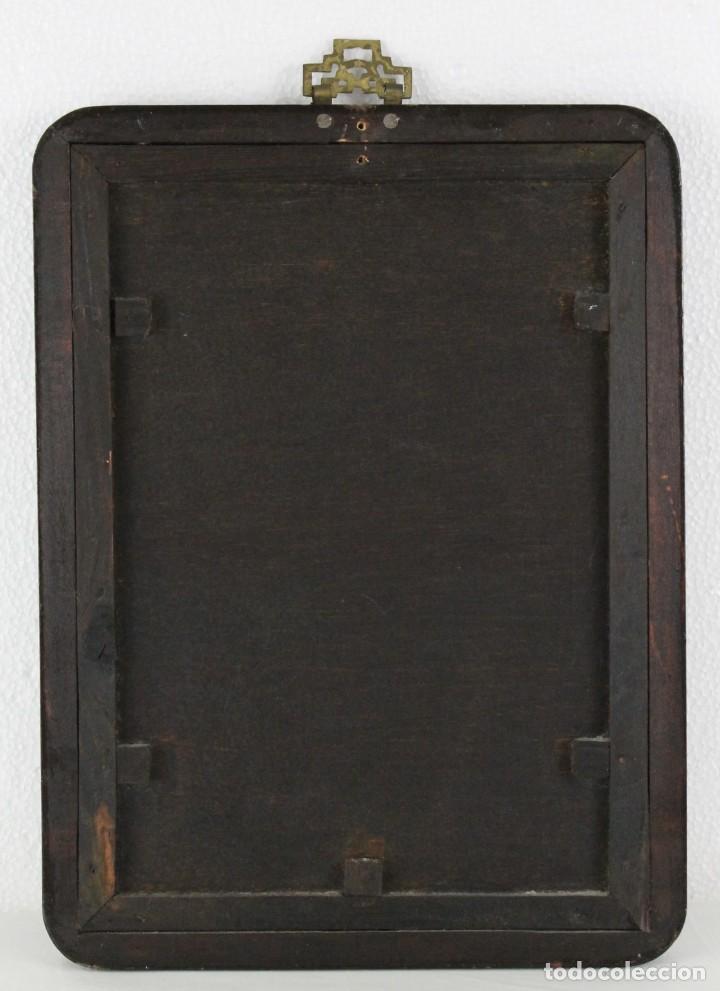 Varios objetos de Arte: Óleo sobre cristal chino. Dama con instrumento. Marco de madera. Mediados siglo XX - Foto 9 - 289247633