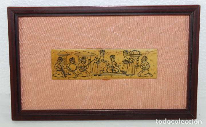 MADERA PIROGRABADA DE TEMÁTICA HINDÚ ENMARCADO (Arte - Varios Objetos de Arte)
