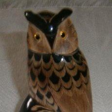 Varios objetos de Arte: FIGURA TALLADA EN ASTA DE TORO BUHO. Lote 289882488