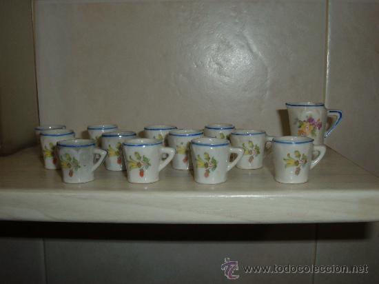 PEQUEÑO JUEGO DE CAFE EN PORCELANA 1930, 12 TAZAS Y JARRA DE LA LECHE (Juguetes - Vestidos y Accesorios Muñeca Española Clásica (Hasta 1960) )