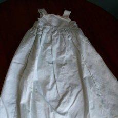 Vestidos Muñeca Española Clásica: ANTIGUO VESTIDO PARA MUÑECA - 47 CM. DE LARGO. Lote 26830583