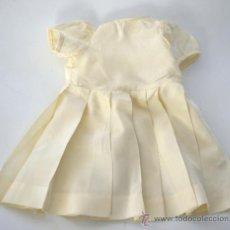 Vestidos Muñeca Española Clásica: ANTIGUO VESTIDO DE MUÑECA EN SEDA BLANCO - AÑOS 50 - 60. Lote 30484692
