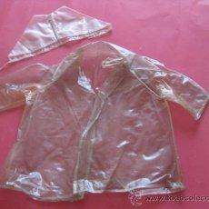 Vestidos Muñeca Española Clásica: IMPERMEABLE DE PLEXIGLAS DE MARIQUITA PEREZ AÑOS 40. Lote 32069102