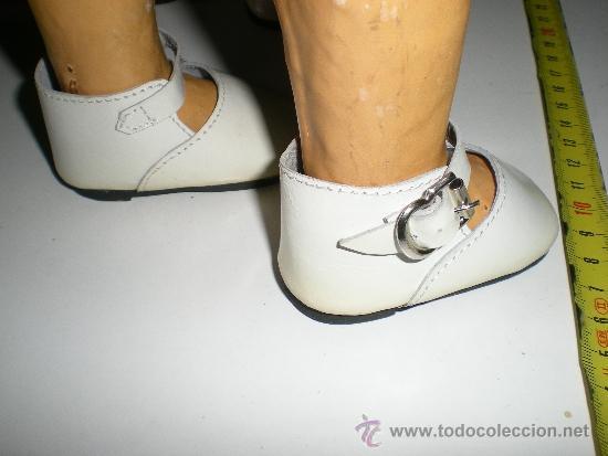 Vestidos Muñeca Española Clásica: antiguos zapatos de piel blancos con hebilla de muñecas 8,5 cm años 50 ò 60 sin uso de fabrica - Foto 2 - 37100615