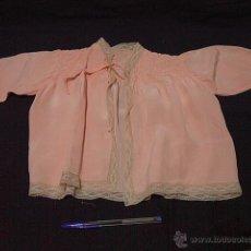 Vestidos Muñeca Española Clásica: CAMISA O CHAQUETA PARA MUÑECA, FINA Y SUAVE TELA REMATADA CON PUNTILLA. CIRCA 1930. ORIGINAL. Lote 39782986