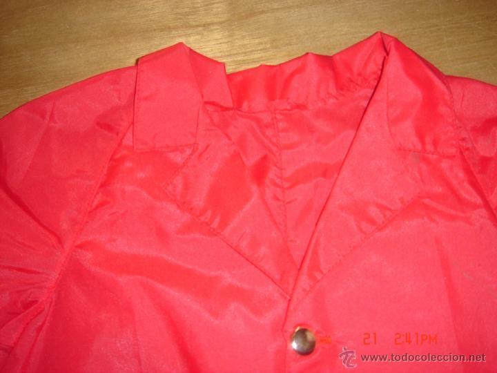 Vestidos Muñeca Española Clásica: IMPERMEABLE ROJO CON CAPUCHA, MARIQUITA DE ESCAPARATE PURITA 32 DE LARGO X19 DE HOMBRO X 18 DE MANGA - Foto 2 - 40095518