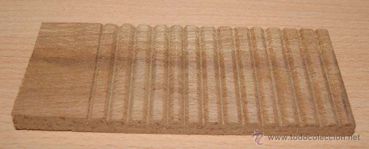 Vestidos Muñeca Española Clásica: Antigua tabla para lavar ropa en madera, de juguete. Años 50 - Foto 2 - 40931706