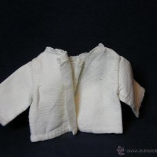 Vestidos Muñeca Española Clásica: CHAQUETA DE PIQUE MUÑECO MUÑECA AFELPADO INTERIOR CON PUNTILLA BOLILLOS PRINCIPIOS SIGLO XX. Lote 44404397
