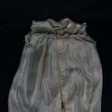 Vestidos Muñeca Española Clásica: VESTIDO MUÑECA DE SEDA Y PUNTILLA COLOR MARFIL BOTÓN DE NÁCAR 1º MITAD SIGLO XX. Lote 45065367