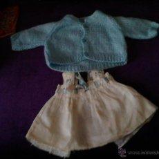 Vestidos Muñeca Española Clásica: CONJUNTO DE CHAQUETA Y VESTIDO ANTIGUO DE MUÑECA. Lote 49190363
