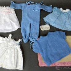 Vestidos Muñeca Española Clásica: 7 PRENDAS MUÑECA MUÑECO AÑOS 50 PELELE VESTIDOS MANTA BABY. Lote 55029774