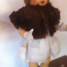 Vestidos Muñeca Española Clásica: ANTIGUO CHAQUETÓN PIEL, VENIA CON UN LOTE DE MARIQUITA PEREZ AÑOS 40. Lote 56042407