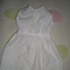 Vestidos Muñeca Española Clásica: BONITO VESTIDO ANTIGUO PARA MUÑECAS GRANDES RESTOS DE FABRICA. Lote 56671733