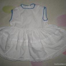 Vestidos Muñeca Española Clásica: BONITO VESTIDO ANTIGUO PARA MUÑECAS GRANDES RESTOS DE FABRICA. Lote 56671866