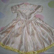 Vestidos Muñeca Española Clásica: BONITO VESTIDO ANTIGUO PARA MUÑECAS GRANDES RESTOS DE FABRICA. Lote 56673115
