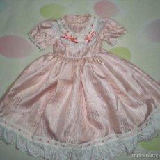 Vestidos Muñeca Española Clásica: BONITO VESTIDO ANTIGUO PARA MUÑECAS GRANDES RESTOS DE FABRICA. Lote 56673242