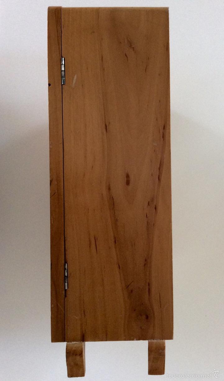 Vestidos Muñeca Española Clásica: Armario muñeca realizado artesanalmente en madera en los años 60. Mide 30x28x9.5cm - Foto 8 - 56979117