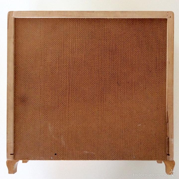 Vestidos Muñeca Española Clásica: Armario muñeca realizado artesanalmente en madera en los años 60. Mide 30x28x9.5cm - Foto 10 - 56979117