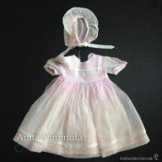 Vestidos Muñeca Española Clásica: PRECIOSO ANTIGUO Y ORIGINAL VESTIDO DE MARIQUITA PEREZ REALIZADO EN ORGANDI ROSA A JUEGO CON CAPOTA. Lote 57417877