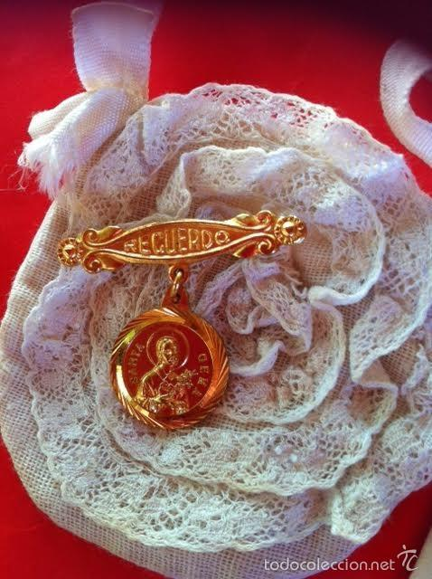 Vestidos Muñeca Española Clásica: Lote Bolso comunion limosnera , medalla aguja y librito Mariquita Pérez o Gisela años 40 - Foto 2 - 58672174