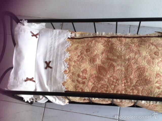 Vestidos Muñeca Española Clásica: Antigua cuna hierro lacada negro con su ajuar, medidas muñeca años 40 - Foto 2 - 58804631