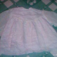 Vestidos Muñeca Española Clásica: VESTIDO BLANCO CON MANGAS DE BLONDA Y PUNTILLA DE MARIQUITA PEREZ,AÑOS 40. Lote 60458295