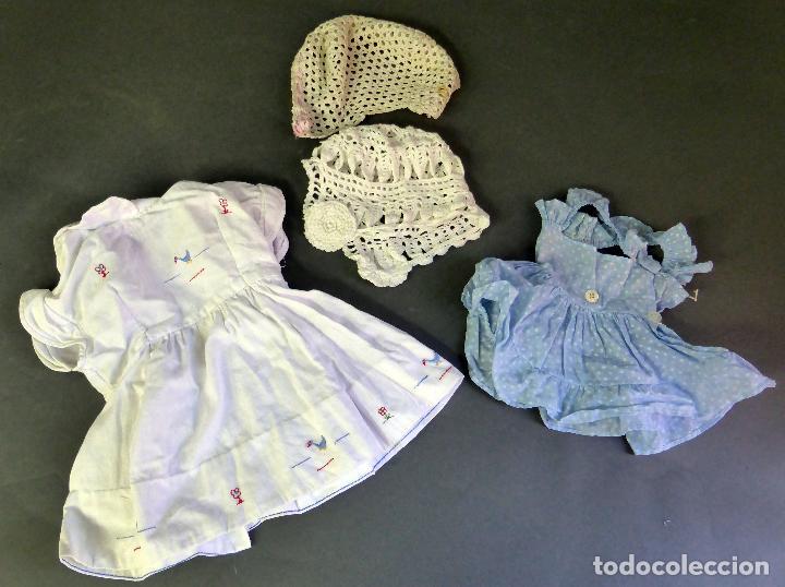 2 VESTIDOS MUÑECA Y DOS GORROS CAPOTA GANCHILLO AÑOS 50 (Juguetes - Vestidos y Accesorios Muñeca Española Clásica (Hasta 1960) )