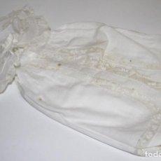 Vestidos Muñeca Española Clásica: CAPA PARA MUÑECA ANTIGUA. ALGODÓN Y ENCAJE. ESPAÑA. PRINC. S. XX. Lote 79006637