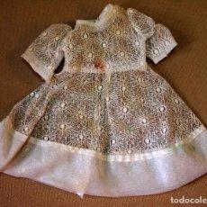 Vestidos Muñeca Española Clásica: ROPA DE MUÑECA CLÁSICA ESPAÑOLA, ANTIGUO VESTIDO, BLANCO, COMUNION O NOVIA. Lote 82811748