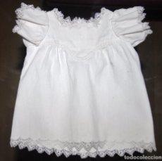 Vestidos Muñeca Española Clásica: VESTIDITO DE PIQUE BLANCO CON CORTE CANESU Y REMATADO EN PUNTAS. Lote 174393163