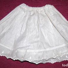 Vestidos Muñeca Española Clásica: ENAGUAS ALGODÓN BLANCO CON PUNTA DE BATISTA BORDADA. Lote 96912055