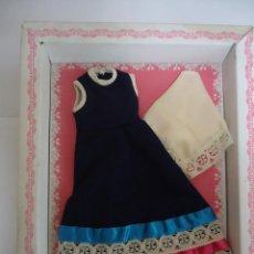 Vestidos Muñeca Española Clásica: ANTIGUO VESTIDO DE MUÑECA EN SU CAJA SIN USAR. FALTA LA TAPA DE LA CAJA. Lote 110179235