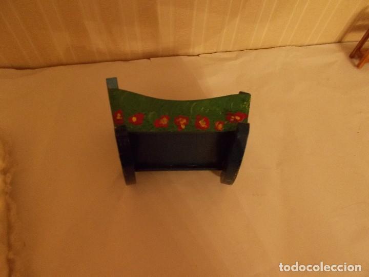 Vestidos Muñeca Española Clásica: Cuna de madera decorada a mano ,es tipo Denia ,tamaño como para Barriguitas - Foto 2 - 112241667