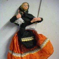 Vestidos Muñeca Española Clásica: MUÑECA DE TRAPO,CON UN PAÑUELO EN LA MANO DE TRAPO. Lote 115315751