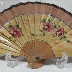Vestidos Muñeca Española Clásica: ÁNTIGUO ABANICO PINTADO A MANO POSIBLEMENTE DE MARIQUITA PEREZ. Lote 115686939