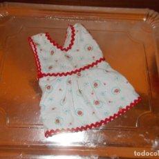 Vestidos Muñeca Española Clásica: AUTENTICO VESTIDO DE PEPONA DE CARTON AÑOS 50 ES COMO PARA UNA MUÑECA DE 30 CENTIMETROS ,ESTA PERFEC. Lote 125210315