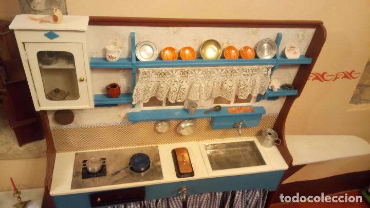 Vestidos Muñeca Española Clásica: Antigua cocina / cocinita de Juguete de los años 40-50 de madera con fregadero metalico - Foto 10 - 140808002
