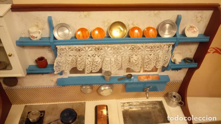 Vestidos Muñeca Española Clásica: Antigua cocina / cocinita de Juguete de los años 40-50 de madera con fregadero metalico - Foto 12 - 140808002