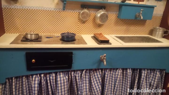 Vestidos Muñeca Española Clásica: Antigua cocina / cocinita de Juguete de los años 40-50 de madera con fregadero metalico - Foto 15 - 140808002