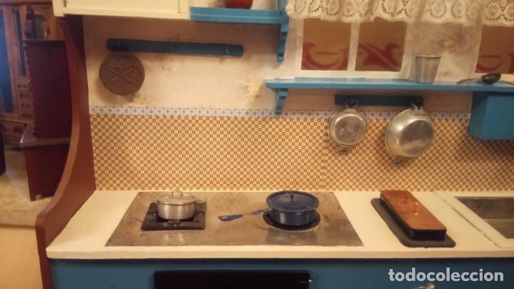 Vestidos Muñeca Española Clásica: Antigua cocina / cocinita de Juguete de los años 40-50 de madera con fregadero metalico - Foto 16 - 140808002
