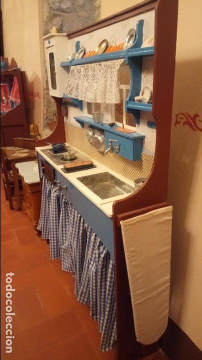 Vestidos Muñeca Española Clásica: Antigua cocina / cocinita de Juguete de los años 40-50 de madera con fregadero metalico - Foto 19 - 140808002