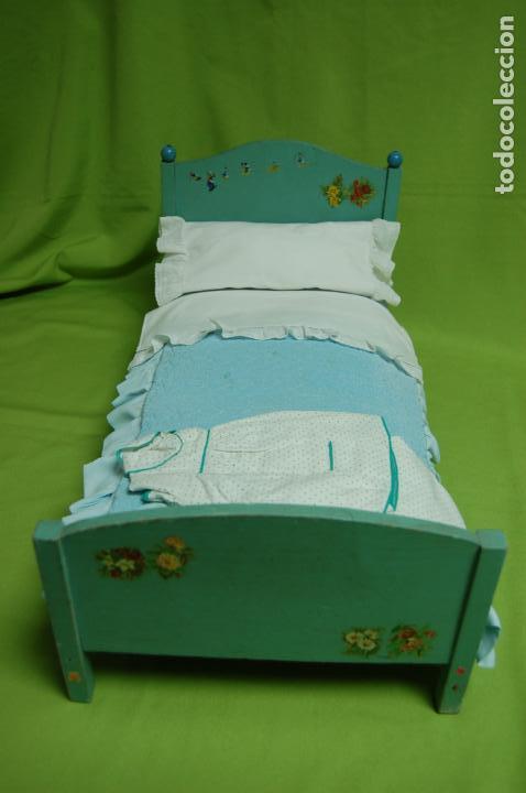 Vestidos Muñeca Española Clásica: cama de madera antigua ideal mariquita perez - Foto 2 - 141909270