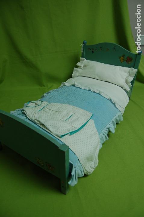 Vestidos Muñeca Española Clásica: cama de madera antigua ideal mariquita perez - Foto 3 - 141909270