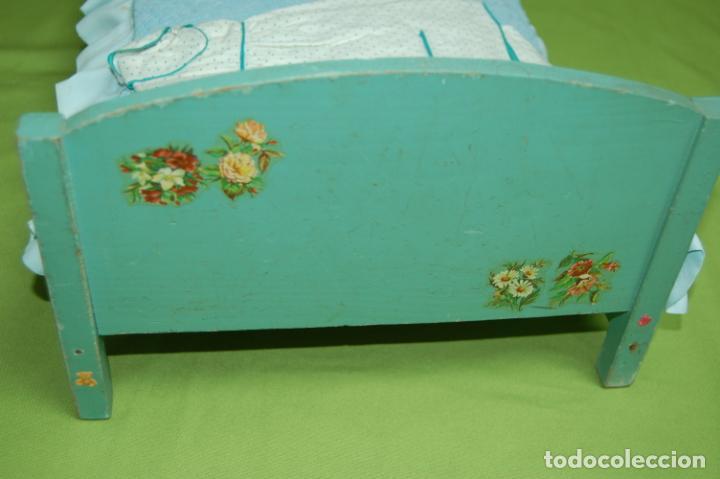 Vestidos Muñeca Española Clásica: cama de madera antigua ideal mariquita perez - Foto 4 - 141909270