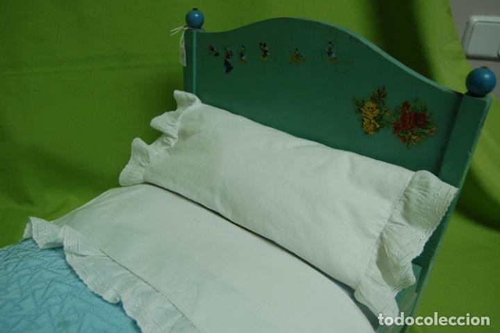 Vestidos Muñeca Española Clásica: cama de madera antigua ideal mariquita perez - Foto 5 - 141909270